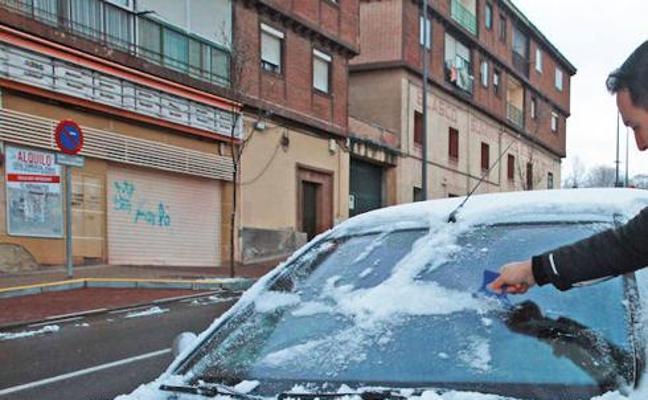 Si das un golpecito en el capó de tu coche antes de arrancarlo podrías salvar una vida