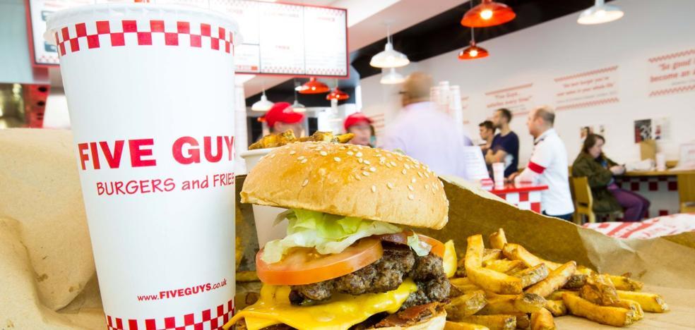 Así es 'Five Guys': barra libre de bebida, 250.000 hamburguesas posibles y cacahuetes gratis