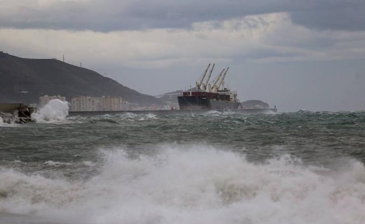 El temporal 'Ana' azota la costa granadina