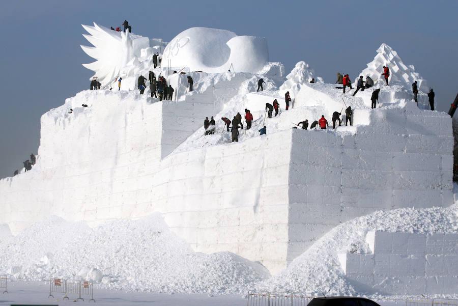 Las impactantes fotos del mayor parque de hielo y nieve del mundo