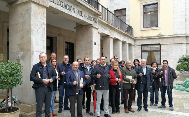 Alcaldes del PSOE reprochan a Rajoy que boicotee la línea eléctrica Vera-Baza