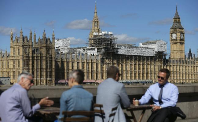 El edificio emblemático de Londres se cae a pedazos y parece que da igual