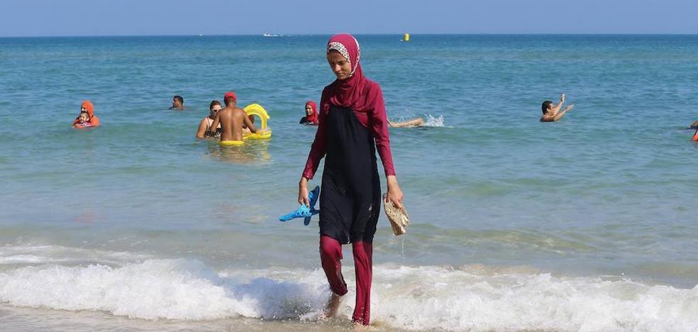 Archivan el caso de dos nadadoras con burkini que se sintieron discriminadas