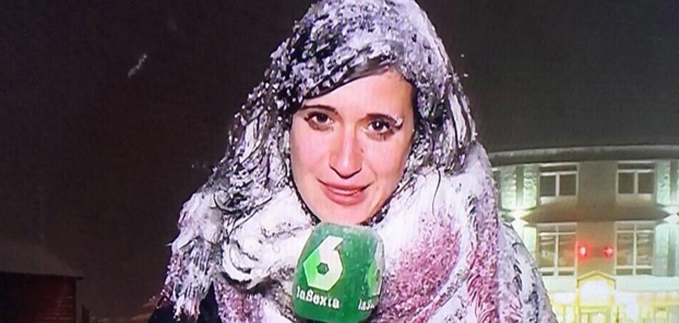Las redes aplauden la profesionalidad de esta reportera de La Sexta en plena nevada