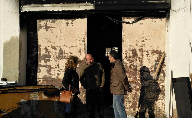Investigan si el incendio en las naves municipales fue intencionado o no