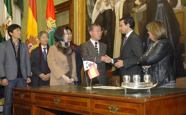 Granada muestra su potencial a la delegación surcoreana para acoger el acelerador de partículas