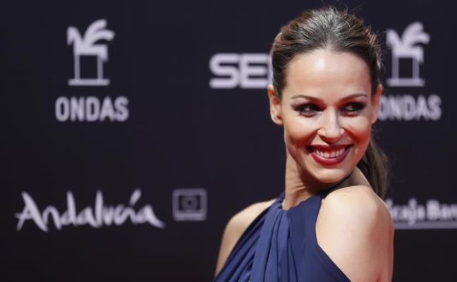 El 'vestidazo' no tan premamá de Eva González que está llamado a arrasar en Navidad