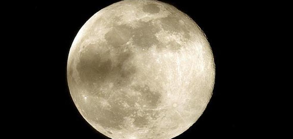 Si hay luna llena, ten cuidado con la moto: más peligro de accidente