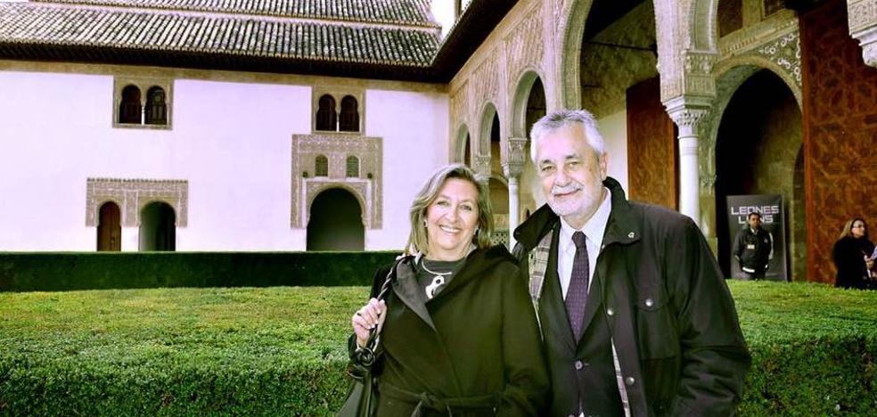 """La esposa de Griñán expresa su orgullo por la """"honestidad y decencia"""" del expresidente"""