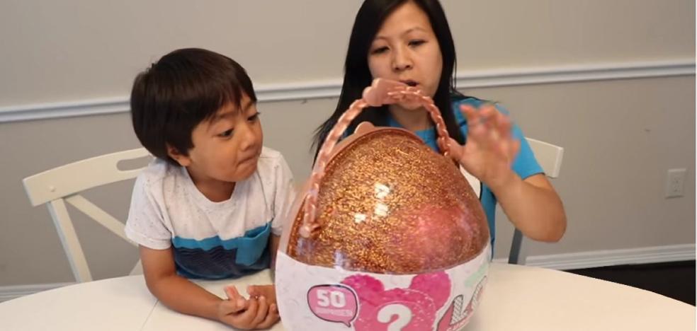 El niño de 6 años que factura 11 millones de euros con sus vídeos en YouTube