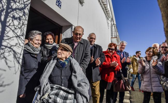 El hombre más anciano del mundo es español: «Estoy loco de contento»