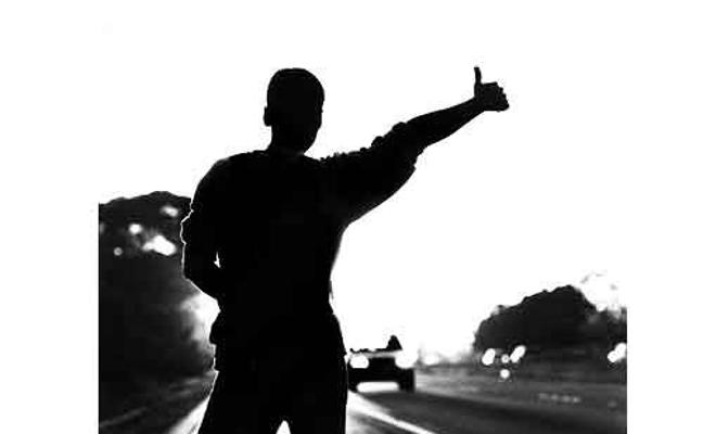 Dos mujeres violan a punta de pistola a un chico de 25 años que hacía autostop
