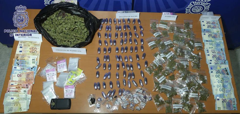 Detenida una pareja acusada de vender droga a domicilio y a escolares durante el recreo