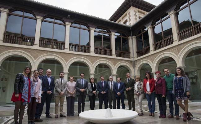 Junta, Diputación y ayuntamientos firman un acuerdo para mejorar la calidad de vida de 170.000 niños granadinos