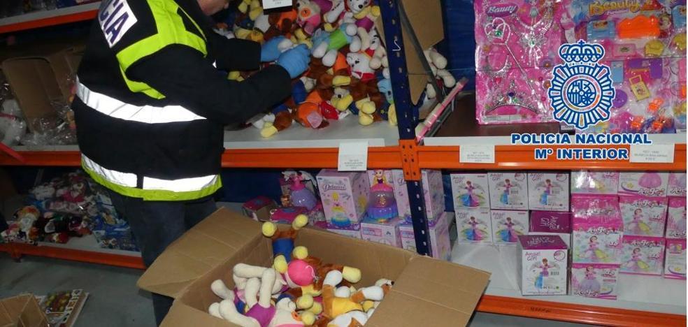 Detenido en Torredelcampo un empresario por vender juguetes falsificados