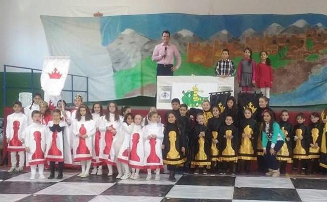 Medio centenar de niños participarán en un torneo de ajedrez viviente en Vegas del Genil