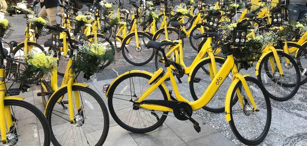 Huye en una bici amarilla de alquiler tras atracar una gasolinera con pistola