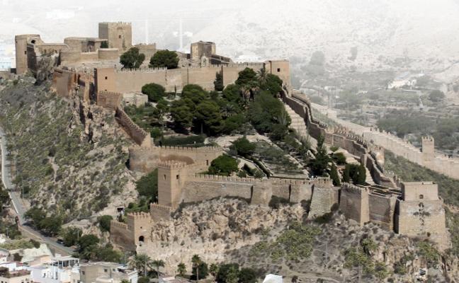 Cultura apenas ha invertido millón y medio en la Alcazaba en la última década