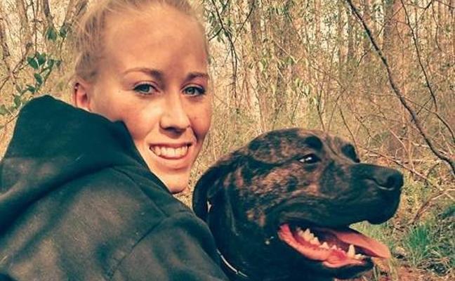 Una chica de 22 años muere tras ser un ataque salvaje de sus dos pitbull