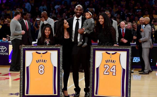 Los números 8 y 24 de Kobe Bryant ya cuelgan para siempre en el Staples Cente