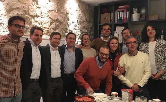 Requena pide a los críticos del PP que en 2018 se centren en las urnas