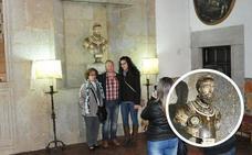 Estudian si la subasta del busto de Carlos V puede ser paralizada
