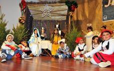 Mayores y pequeños dan la bienvenida a la Navidad con el Encuentro Intergeneracional