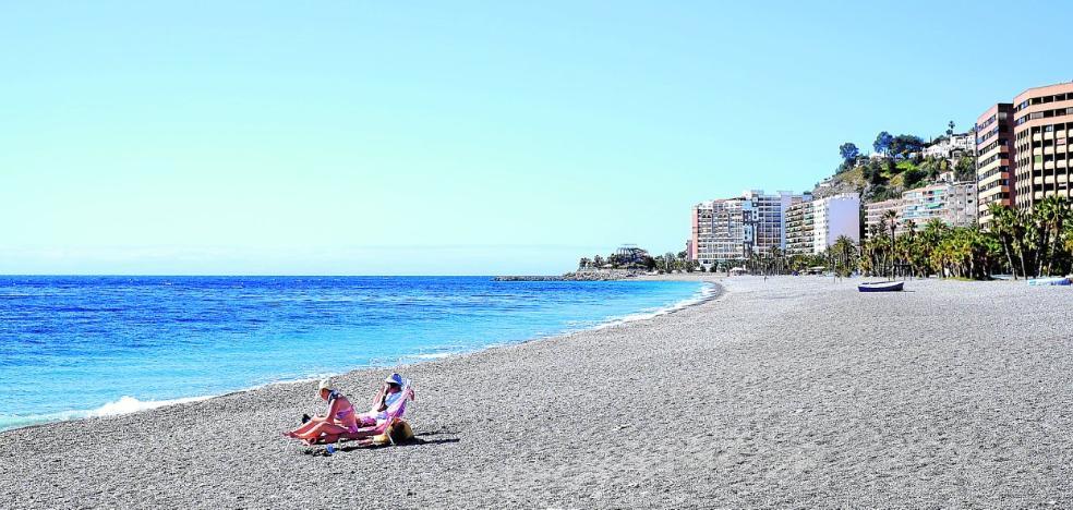 Almuñécar recurre ante la Junta la concesión «injusta» para tres nuevos negocios en la playa