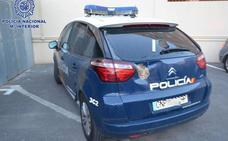 Detenido por apedrear un vehículo policial tras mostrarse violento en Torrecárdenas