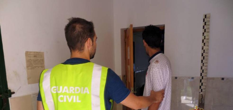 Siembra el pánico en Terreros tras asaltar más de medio centenar de viviendas y explotaciones agrícolas