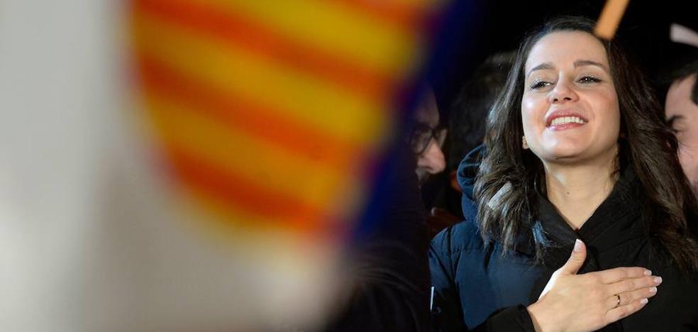 Arrimadas se convierte en el referente del constitucionalismo