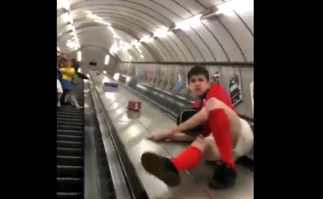 El vídeo viral del chico que paga caro hacer el tonto en el Metro