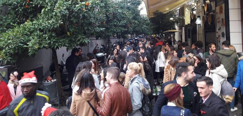 La 'tardebuena' llena a rebosar las calles de Granada