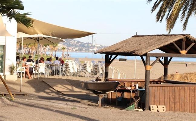 Solo diez de los 65 chiringuitos de la costa de Almería tienen concesión de la Junta