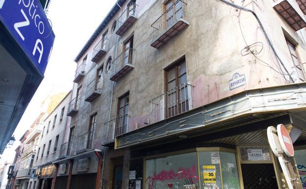 Edificio en ruinas de la calle Buensuceso número 2.