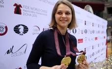 La doble campeona mundial de ajedrez perderá sus títulos al negarse a jugar en Arabia Saudí