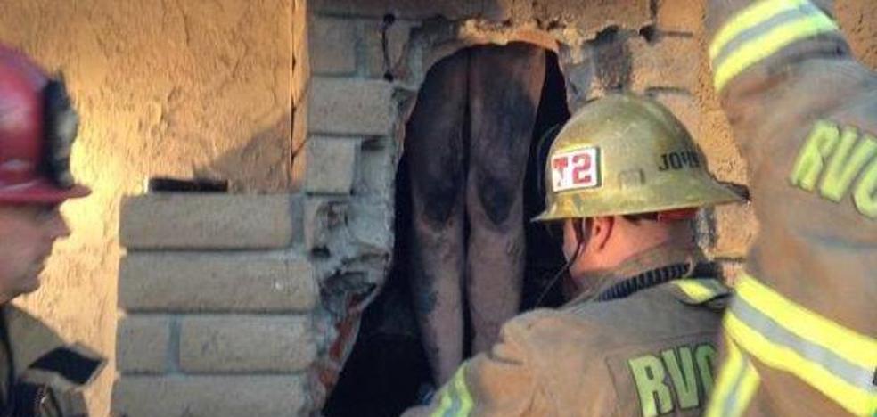 Rescatan de una chimenea a una mujer desnuda que quería sorprender a su exnovio