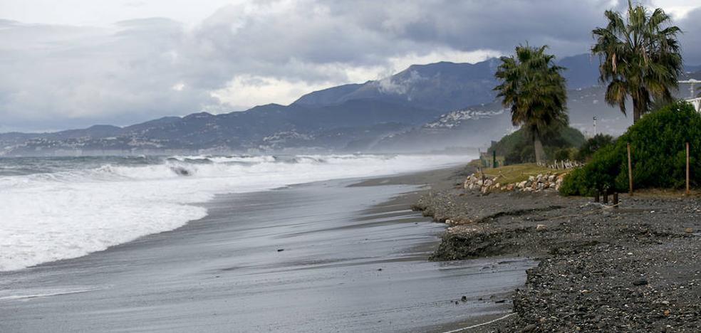 El temporal arrasa con Playa Granada