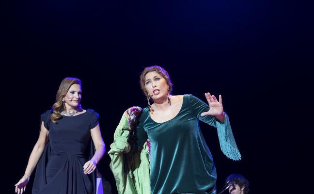 Dos voces de mujer cantan la Navidad