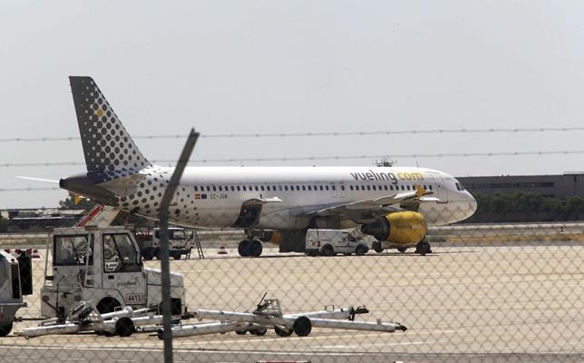 Suspenden un vuelo en el aeropuerto de Sevilla al ser acusado un pasajero musulmán de llevar una bomba