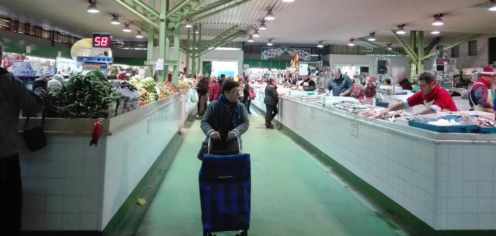 """El PSOE de Almería lamenta que el PP """"haya llevado poco la Navidad a La Plaza y nada al resto de mercados municipales"""""""