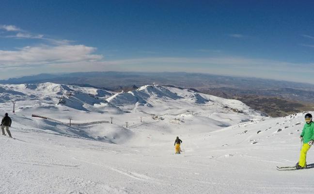 Sierra Nevada abre este martes La Laguna para alcanzar los 60 kilómetros esquiables