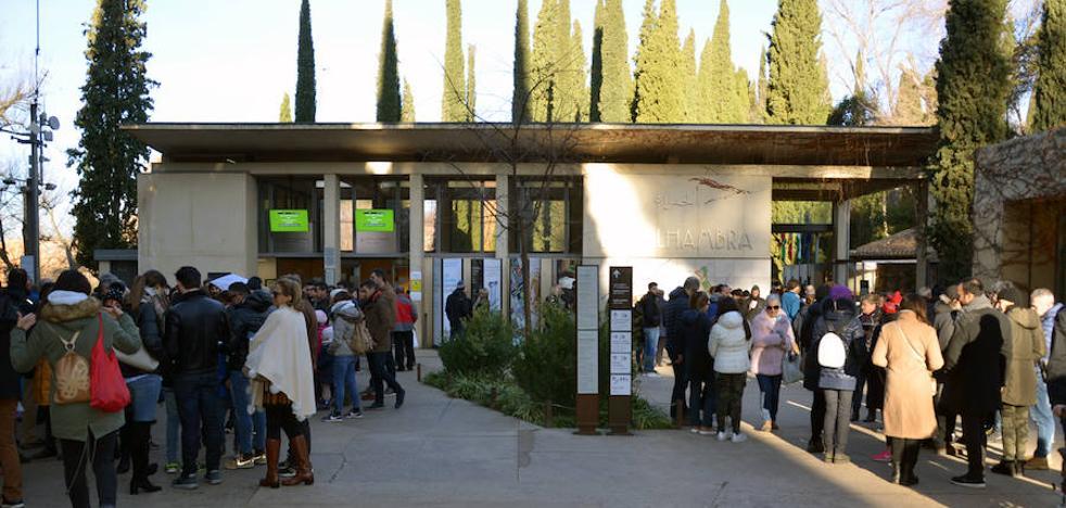 Sin colas y sin entradas en la puerta de la Alhambra