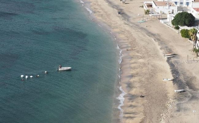 La Junta retira anclajes de fondeo ilegales en las praderas de posidonia del Cabo de Gata