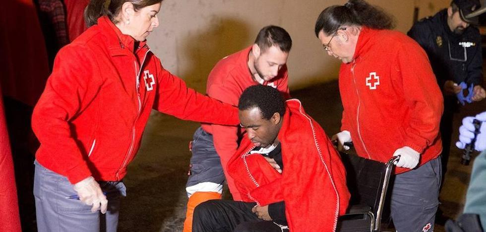 Cuatro de los inmigrantes llegados a Motril, pendientes de pruebas para confirmar si son menores