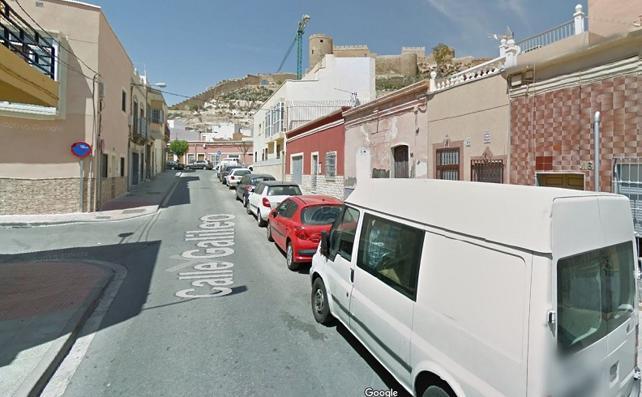 Tres desalojados tras registrarse un fuego en una vivienda en Almería