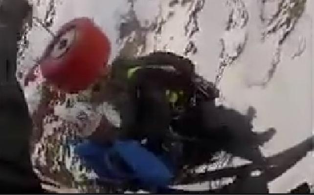 Rescatan en helicóptero a dos alpinistas en Sierra Nevada