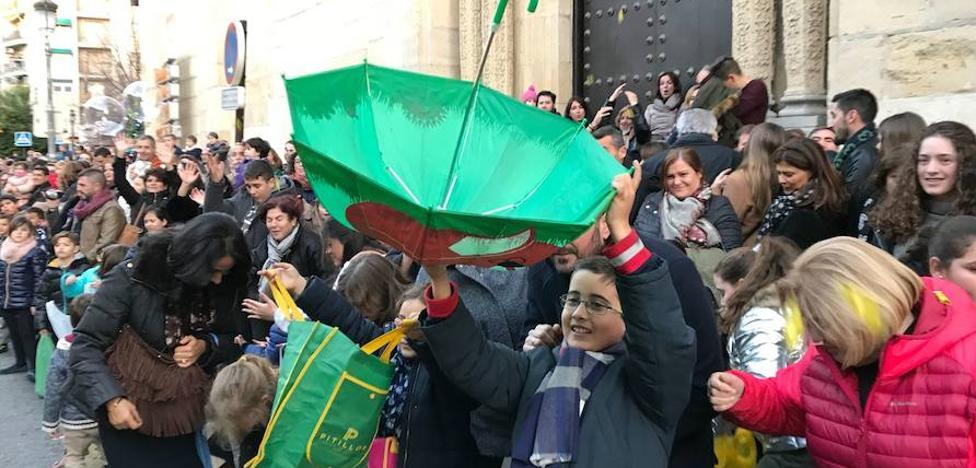 Así arrancó la cabalgata de los Reyes Magos en Granada