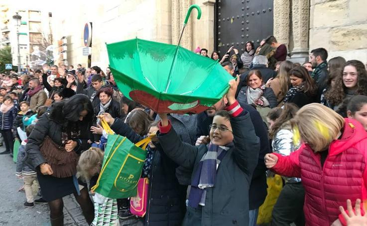 La Cabalgata de Reyes recorre las calles de Granada