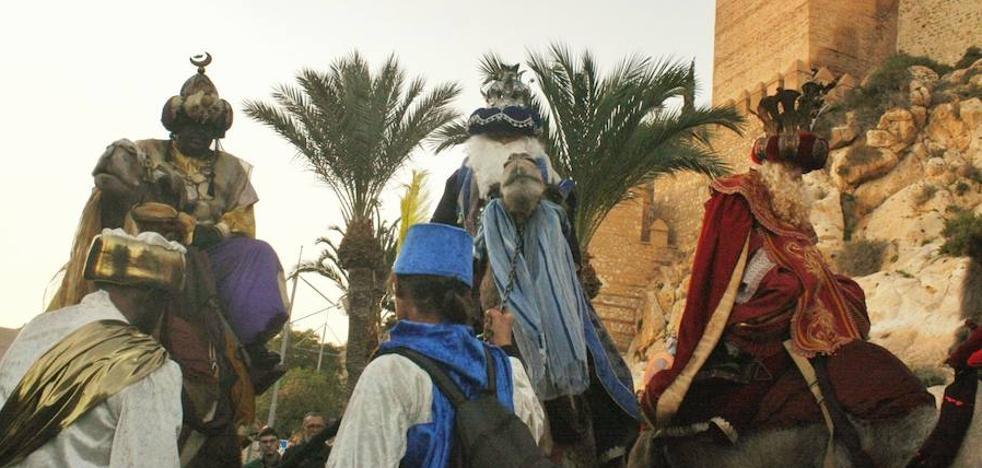 Los Reyes Magos inundan Almería de ilusión y sonrisas